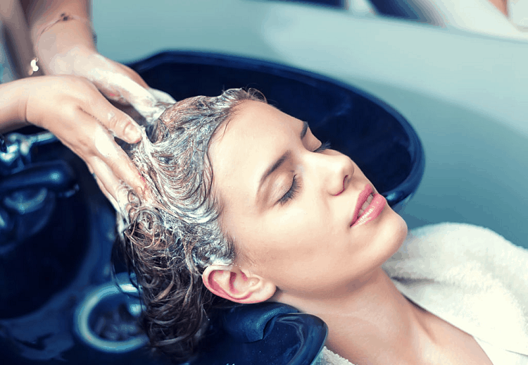 How to Moisturize Your Hair Naturally